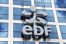 EDF a publié mardi des résultats en forte hausse au premier semestre 2013, dopés par la France, et a relevé son objectif de résultat brut d'exploitation pour l'ensemble de l'exercice. /Photo prise le 29 juillet 2013/REUTERS/Benoît Tessier