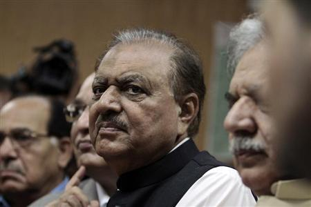 Mamnoon Hussain, presidential candidate of the Pakistan Muslim League-Nawaz (PML-N) party, stands as he submits his nomination papers for the upcoming presidential election at the High Court in Islamabad July 24, 2013. REUTERS/Faisal Mahmood