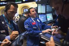 Wall Street a ouvert en légère hausse mardi, dans un marché attentiste alors que débute la réunion de deux jours de la Réserve fédérale. Le Dow Jones gagne 0,41% dans les premiers échanges. Le Standard & Poor's 500 progresse de 0,40% et le Nasdaq reprend 0,38%. /Photo prise le 29 juillet 2013/REUTERS/Shannon Stapleton