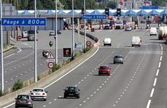 Vinci revoit en hausse mardi sa prévision de chiffre d'affaires annuel au vu notamment de la reprise du trafic sur ses autoroutes et de la montée en régime du chantier de la LGV Tours-Bordeaux. /Photo d'archives/REUTERS/Pascal Rossignol