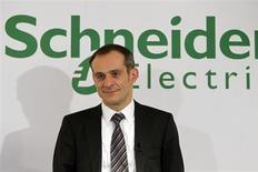 Jean-Pascal Tricoire, PDG de Schneider Electric. Le numéro un mondial des équipements électriques basse et moyenne tension a finalisé un accord avec Invensys en vue du lancement d'une offre amicale visant l'ensemble du capital du groupe britannique d'ingénierie au prix de 502 pence par action, soit 3,353 milliards de livres sterling (3,85 milliards d'euros). /Photo d'archives/REUTERS/Charles Platiau