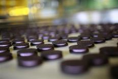 Kraft Foods Group a publié des résultats trimestriels en hausse mais son chiffre d'affaires est ressorti sous les estimations des analystes du fait de baisses de prix et de la date précoce de Pâques cette année. Le bénéfice net a reculé à 4,74 milliards de dollars, contre 4,79 milliards un an plus tôt. /Photo d'archives/REUTERS/Aly Song