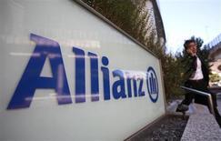 Логотип Allianz в Токио 19 октября 2012 года. Прибыль Allianz выросла во втором квартале 2013 года, превзойдя прогнозы, благодаря хорошим результатам страхования недвижимости и страхования от несчастных случаев, а также успешному управлению активами. REUTERS/Yuriko Nakao