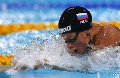 A russa Yuliya Efimova nada a semi-final de 50m peito feminino durante o campeonato mundial em Barcelona, Espanha. 3/08/2013 REUTERS/Albert Gea