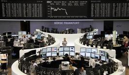 Помещение Франкфуртской фондовой биржи 5 августа 2013 года. REUTERS/Remote/Stringer