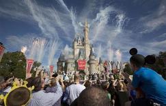 Walt Disney, qui a fait état mardi soir d'un bénéfice trimestriel en légère hausse, malgré la baisse de la contribution de ses activités cinéma, à suivre mercredi sur les marchés américains. /Photo d'archives/REUTERS/Scott Audette