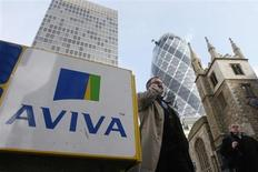 L'assureur britannique Aviva dégage des résultats supérieurs aux attentes sur les six premiers mois de l'année, à la faveur de ventes en hausse, de coûts en baisse et d'une amélioration générale de l'état des finances du groupe. /Photo d'archives/REUTERS/Stephen Hird