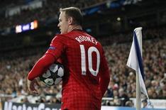 Jogador do Manchester United Wayne Rooney é isto durante partida contra o Real Madrid, na Espanha, em Fevereiro. O Chelsea não desistiu de tentar a contratação do atacante, disse o técnico do clube londrino, José Mourinho. 13/02/2013 REUTERS/Paul Hanna