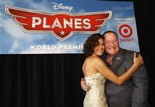 """John Lasseter (R), Chief Creative Officer at Pixar and Walt Disney animation studios, poses with actress Teri Hatcher, who voices the character of """"Dottie"""", at the world premiere of """"Planes"""" at El Capitan theatre in Hollywood, California August 5, 2013. REUTERS/Mario Anzuoni"""