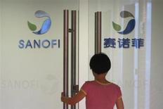Les autorités chinoises ont ouvert une enquête sur Sanofi, soupçonné d'avoir distribué en 2007 environ 1,7 million de yuans (208.000 euros) à plus de 500 médecins chinois pour les inciter à augmenter leurs prescriptions de médicaments, rapporte samedi l'agence officielle Chine nouvelle. /Photo prise le 2 août 2013/REUTERS/Aly Song