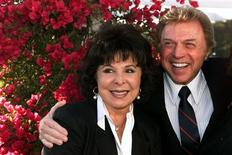 """Singers Steve Lawrence and Edyie Gorme pose as they arrive at """" An Evening with Larry Gelbart"""" at The Museum of Television & Radio in Beverly Hills, in this July 11, 2000, file photo.REUTERS/Fred Prouser/Files"""