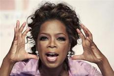 La presentadora de televisión estadounidense Oprah Winfrey conversa con la prensa durante un evento en las afueras de la ciudad de Johannesburgo, en Sudáfrica. Foto de archivo. REUTERS/Siphiwe Sibeko. La propietaria de una tienda de lujo en Zúrich negó un trato racista hacia Winfrey, que afirmó que la trataron de forma incorrecta cuando intentaba comprarse un bolso de cocodrilo de 35.000 francos suizos (38.100 dólares).