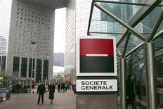 Groupama a vendu ses derniers titres Société générale au prix de 34,8 euros par action, dans le cadre d'un placement représentant environ 518 millions d'euros. /Photo d'archives/REUTERS/Charles Platiau