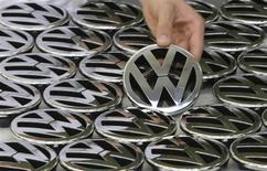 Les ventes mondiales de voitures de la marque Volkswagen ont baissé de 0,5% en juillet, à 466.100 unités, toujours affectées par la faiblesse de la demande en Europe. /Photo d'archives/REUTERS/Christian Charisius