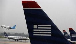 Aviones de US Airways están aparcados en el aeropuerto nacional Reagan en Washington. Foto de archivo. REUTERS/Larry Downing. El Departamento de Justicia de Estados Unidos presentó un recurso el martes para bloquear la fusión entre AMR Corp y US Airways Group Inc, alegando que el acuerdo afectaría a los clientes por propiciar tarifas y comisiones más altas.