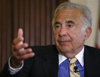 Investor Carl Icahn speaks at the Wall Street Journal Deals & Deal Makers conference at the New York Stock Exchange in this June 27, 2007 file photograph. REUTERS/Chip East/Files