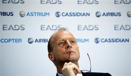 Le président exécutif d'EADS, Tom Enders. Contrairement à ce que rapportait dimanche la presse sud-coréenne, le groupe a assuré lundi être toujours en lice dans l'appel d'offres pour l'achat de 60 avions de combat par la Corée du Sud, un contrat estimé à 8.300 milliards de wons (5,6 milliards d'euros). /Photo d'archives/REUTERS/Fabrizio Bensch