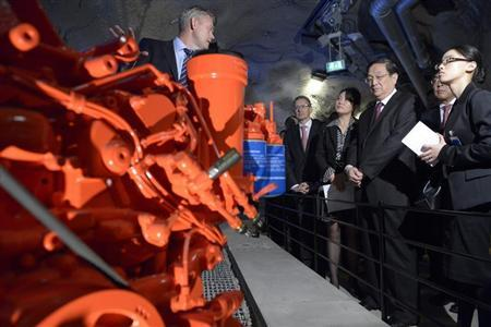 Yu Zhengsheng (3rd R), chairman of the National Committee of the Chinese People's Political Consultative Conference (CPPCC), and his delegation visit the industrial company Atlas Copco in Stockholm June 3, 2013. REUTERS/Janerik Henriksson/Scanpix
