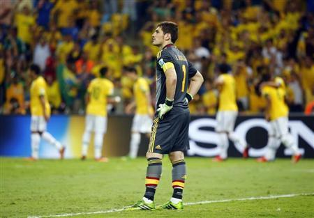Spain's goalkeeper Iker Casillas reacts after Brazil scored their third goal during their Confederations Cup final soccer match at the Estadio Maracana in Rio de Janeiro June 30, 2013. REUTERS/Kai Pfaffenbach