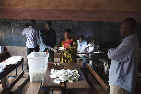 Poll workers count ballots in Bamako August 11, 2013. REUTERS/Joe Penney