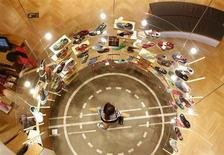 A customer looks at Li Ning shoes at a shop in Beijing, August 6, 2013. REUTERS/Kim Kyung-Hoon