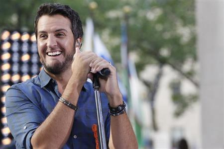 Singer Luke Bryan performs on NBC's 'Today' show in New York, August 16, 2013 file photo. REUTERS/Brendan McDermid