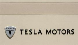 The logo for Tesla Motors is shown at the company headquarters in San Carlos, California in this June 30, 2008 file photo. REUTERS/Robert Galbraith