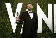 """Director Ben Affleck holds his best picture award for his film """"Argo"""" at the 2013 Vanity Fair Oscars Party in West Hollywood, California February 25, 2013. REUTERS/Danny Moloshok"""