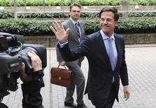 Netherlands' Prime Minister Mark Rutte waves as he arrives at a European Union leaders summit in Brussels June 27, 2013. REUTERS/Laurent Dubrule