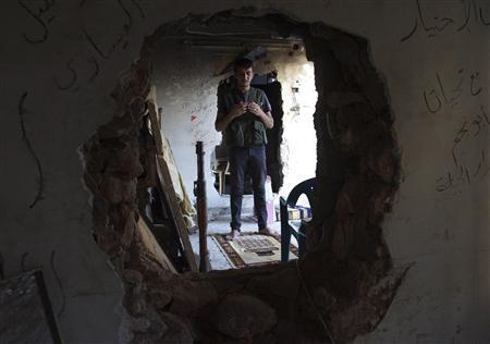 A Free Syrian Army fighter prays inside a room in Deir al-Zor August 22, 2013. REUTERS/Khalil Ashawi