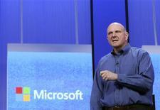 """El presidente ejecutivo de Microsoft, Steve Ballmer, durante la conferencia """"Build"""" de la firma en San Francisco, jun 26 2013. El presidente ejecutivo de Microsoft Corp, Steve Ballmer, anunció inesperadamente su salida de la compañía el viernes, poniendo fin a un controvertido mandato de 13 años en la mayor empresa de software del mundo y provocando un alza de sus acciones de un 7,1 por ciento. REUTERS/Robert Galbraith"""