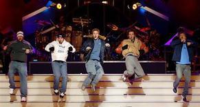 O grupo pop norte-americano 'N Sync se apresenta nas Olimpíadas de Inverno. A cerimônia anual de entrega do Video Music Awards da MTV, que ocorre neste domingo, é conhecida por trazer surpresas e rumores de uma reunião do grupo 'N Sync, boy band da década de 1990, estão ofuscando quem vai receber os prêmios. 23/02/2002 REUTERS/Jim Bourg