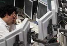 L'opérateur boursier allemand Deutsche Börse a interrompu toutes les transactions sur sa plate-forme de produits dérivés Eurex pendant une heure environ lundi en raison d'un problème de synchronisation. Les transactions ont été interrompues à 08h20 et n'ont repris que vers 09h30. /Photo d'archives/REUTERS/Alex Domanski