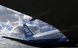 La compagnie aérienne chinoise Xiamen Airlines a confirmé une commande de six Boeing 787 Dreamliner initialement annoncée en mai 2011. /Photo d'archives/REUTERS/Phil Noble