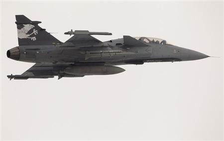 A Swedish Saab Gripen F fighter flies over the Swiss Army Airbase in the central Swiss town of Emmen January 17, 2013. REUTERS/Arnd Wiegmann