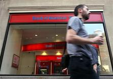 People walk past a branch of Bank of America in New York's financial district April 28, 2009. REUTERS/Brendan McDermid