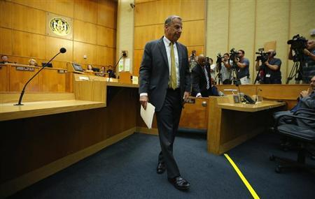 San Diego Mayor Bob Filner steps away from the podium after addressing a special meeting of the San Diego city council following his resignation as the city's mayor, in San Diego, California August 23, 2013. REUTERS/Mike Blake