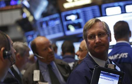 8月27日、米国株式市場は大幅続落した。写真はニューヨーク証券取引所で撮影(2013年 ロイター/Brendan McDermid)