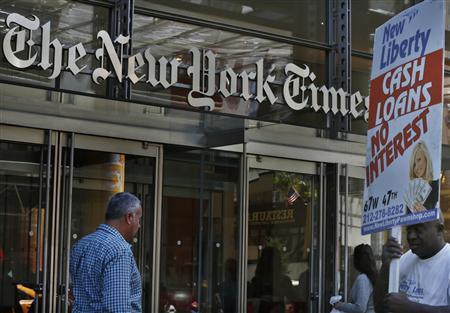 People walk past the New York Times Building in New York August 14, 2013. REUTERS/Brendan McDermid
