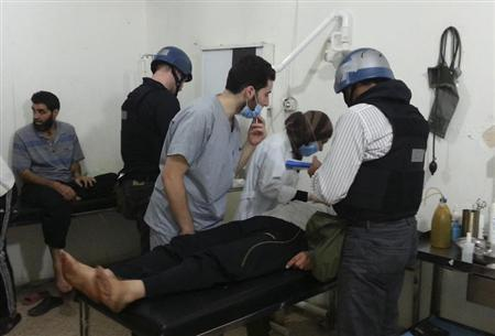 U.N. chemical weapons experts visit people affected by an apparent gas attack, at a hospital in the southwestern Damascus suburb of Mouadamiya August 26, 2013. REUTERS/Abo Alnour Alhaji