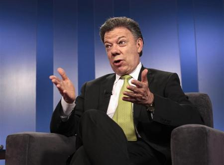 Colombia's President Juan Manuel Santos speaks during a Reuters interview at the presidential palace in Bogota August 8, 2013. REUTERS/Jose Miguel Gomez
