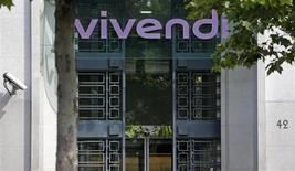 Vivendi a publié jeudi des résultats financiers en baisse pour son deuxième trimestre, sous le coup des difficultés de son opérateur télécoms SFR, mais qui ressortent toutefois au-dessus des attentes du marché. /photo d'archives/REUTERS/Christian Hartmann