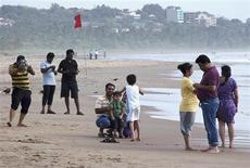 Tourists visit Miramar beach along the Arabian Sea in Goa's capital Panaji, August 29, 2013. India's growing urban middle class, whose rising incomes over the past decade made holidays abroad affordable. However, the currency crisis in Asia's third-largest economy is taking foreign travel beyond their reach and many are planning vacations in their home country. While this will be a blow for domestic tour operators promoting overseas travel it will be a shot in the arm for India's stagnant hospitality sector, which is reeling as high inflation and rising import costs eat away at profit margins. Picture taken August 29, 2013. REUTERS/Stringer