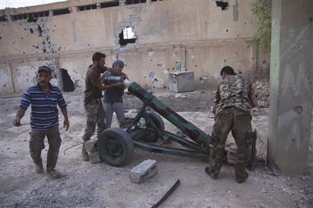 Free Syrian Army fighters prepare to launch a rocket against forces loyal Syria's President Bashar al-Assad in Deir al-Zor August 29, 2013. REUTERS/Khalil Ashawi