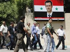 Ake Sellstrom (C, wearing cap), the head of a U.N. chemical weapons investigation team, arrives at Yousef al-Azma military hospital in Damascus August 30, 2013. REUTERS-Khaled al-Hariri