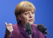 Chanceler alemã Angela Merkel é vista durante evento de campanha em Frankfurt. Merkel disse que iria pressionar o G20 para fazer progresso sobre a regulação de mercados financeiros e reduzir a evasão fiscal, optando por assinar políticas de um assunto que é seu principal desafio nas eleições de setembro. 30/08/2013 REUTERS/Kai Pfaffenbach