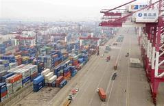 La croissance de l'économie chinoise a été de 7,7% en 2012, en légère baisse par rapport au chiffre initial de 7,8% publié en janvier par le Bureau national des statistiques. /Photo prise le 10 juillet 2013/REUTERS/China Daily