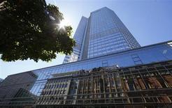 La Banque centrale européenne (BCE) laissera vraisemblablement ses taux directeurs inchangés jeudi, les marchés n'anticipant plus de baisse des taux au vu des derniers indicateurs économiques parus. /Photo prise le 1er août 2013/REUTERS/Ralph Orlowsk