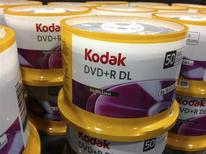 Eastman Kodak, légende déchue de la photographie, est sorti mardi de la protection du Chapitre 11 de la loi américaine sur les faillites avec l'intention de se relancer sur le seul marché de l'imagerie numérique. /Photo prise le 22 avril 2013/REUTERS/Mike Blake