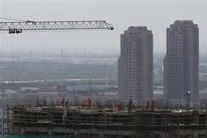 Constructions à Shanghai. Le Fonds monétaire international (FMI) appelle les économies avancées à une action concertée pour limiter les risques associés au resserrement de la politique monétaire américaine, notamment pour les pays émergents qu'il juge particulièrement vulnérables. Le FMI souligne que les pays développés auront un rôle de plus en plus déterminant pour la croissance mondiale et leur recommande de prendre des mesures de relance. /Photo prise le 4 septembre 2013/REUTERS/Aly Song